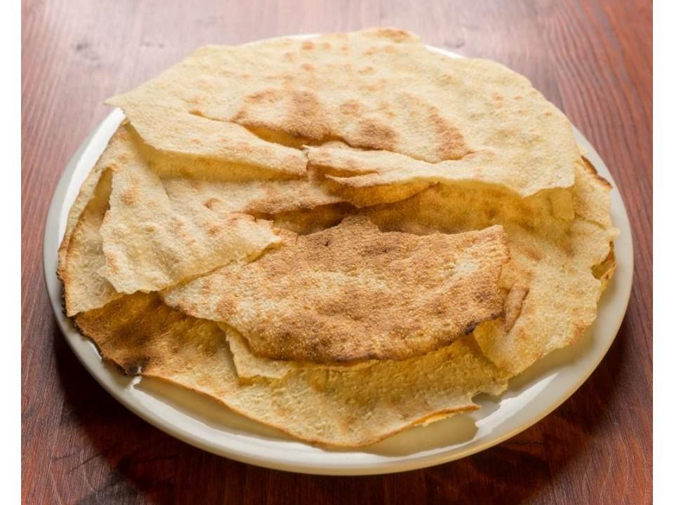 pane carasau sul piatto