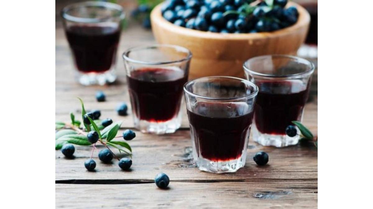 Come fare il liquore al mirto sardo? Ecco la ricetta tradizionale del mirto fatto in casa di Isolas.it