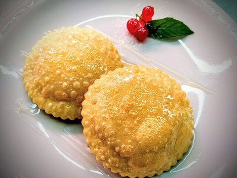 seadas, chiamate anche sebadas, sono un dolce sardo in vendita online su Isolas
